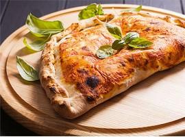 Пицца Кальцоне с ветчиной и сыром
